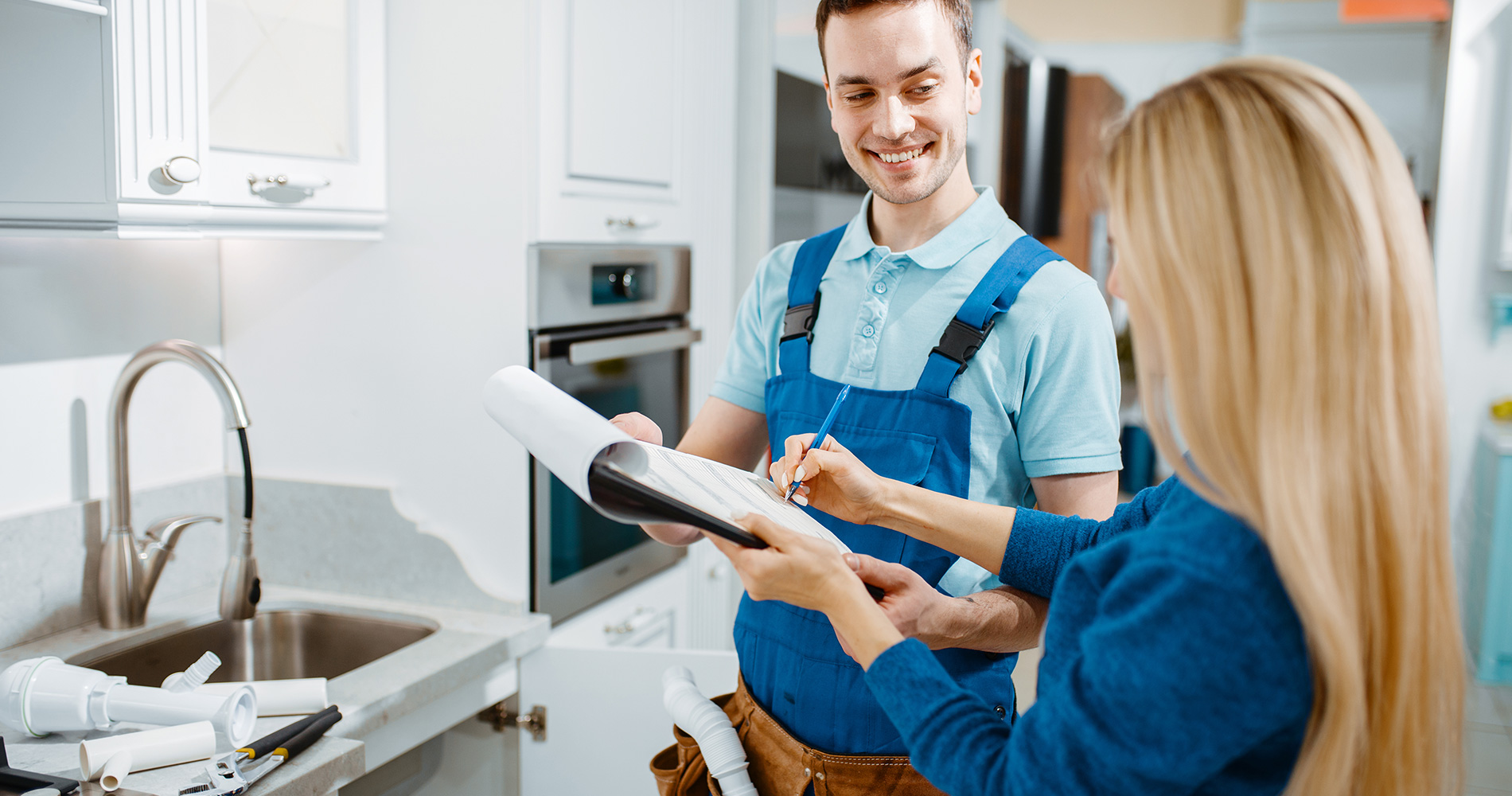 Plumber completing complaint form from home owner