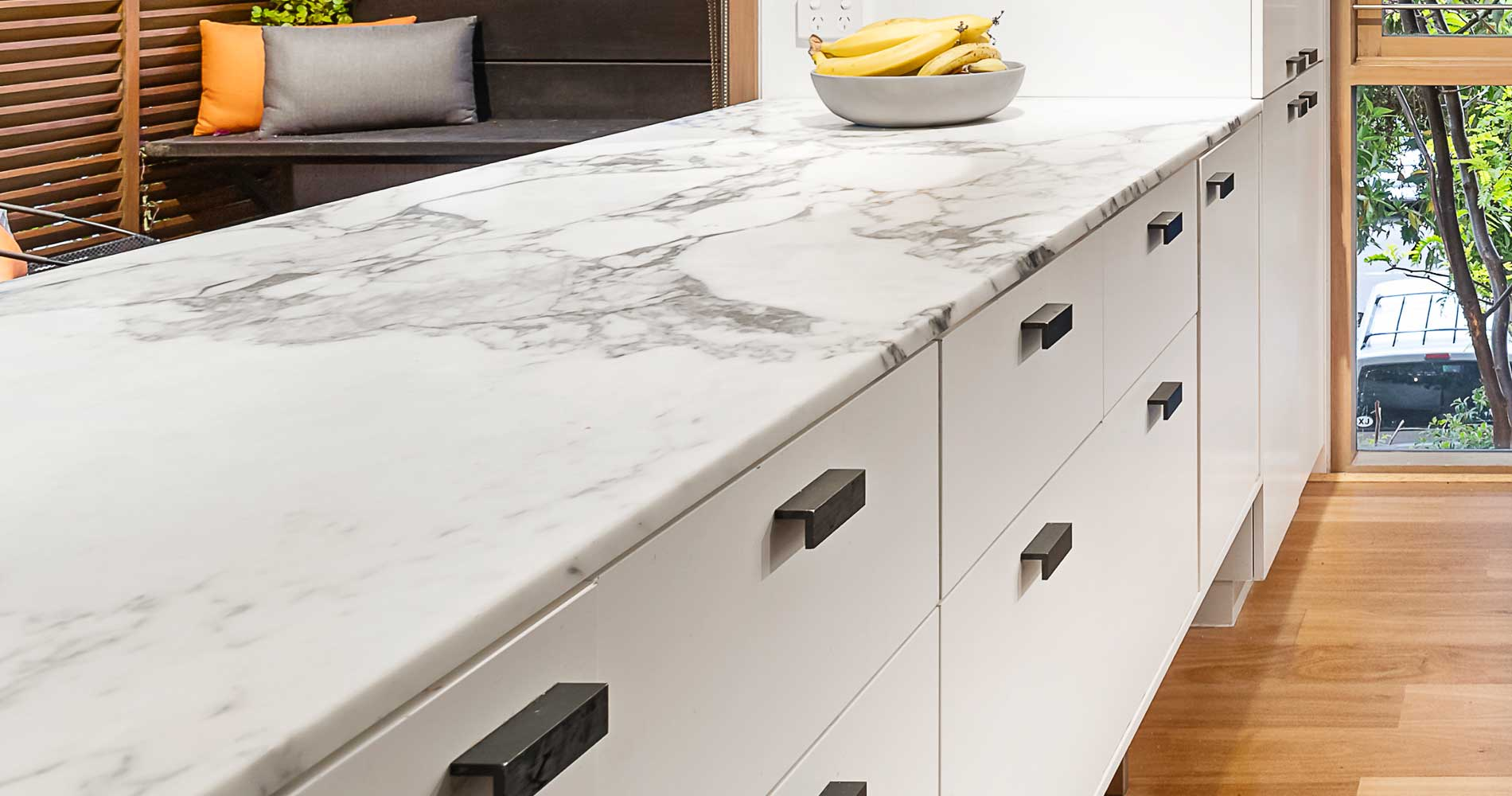 HOW TO REMOVE SCRATCHES FROM KITCHEN WORKTOPS
