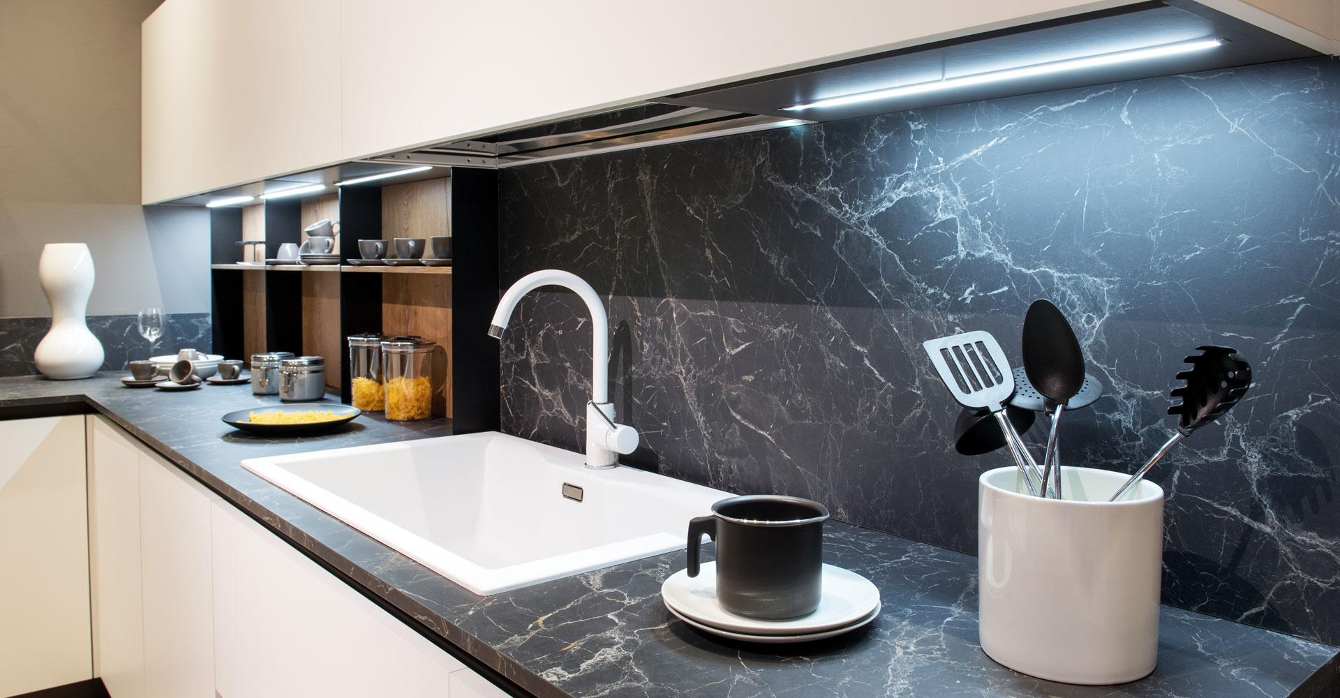 Difference Between Glass Kitchen Splashbacks and Stone Kitchen Splashbacks